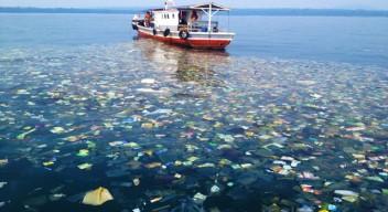 Trash-in-the-Ocean-Indonesia-640x350